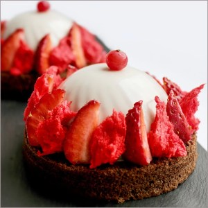 Strawberry Mousse and Cream Dessert - Fraises Nues