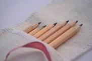 Funda lápices con inicial. 8x18cm. 7,50€.