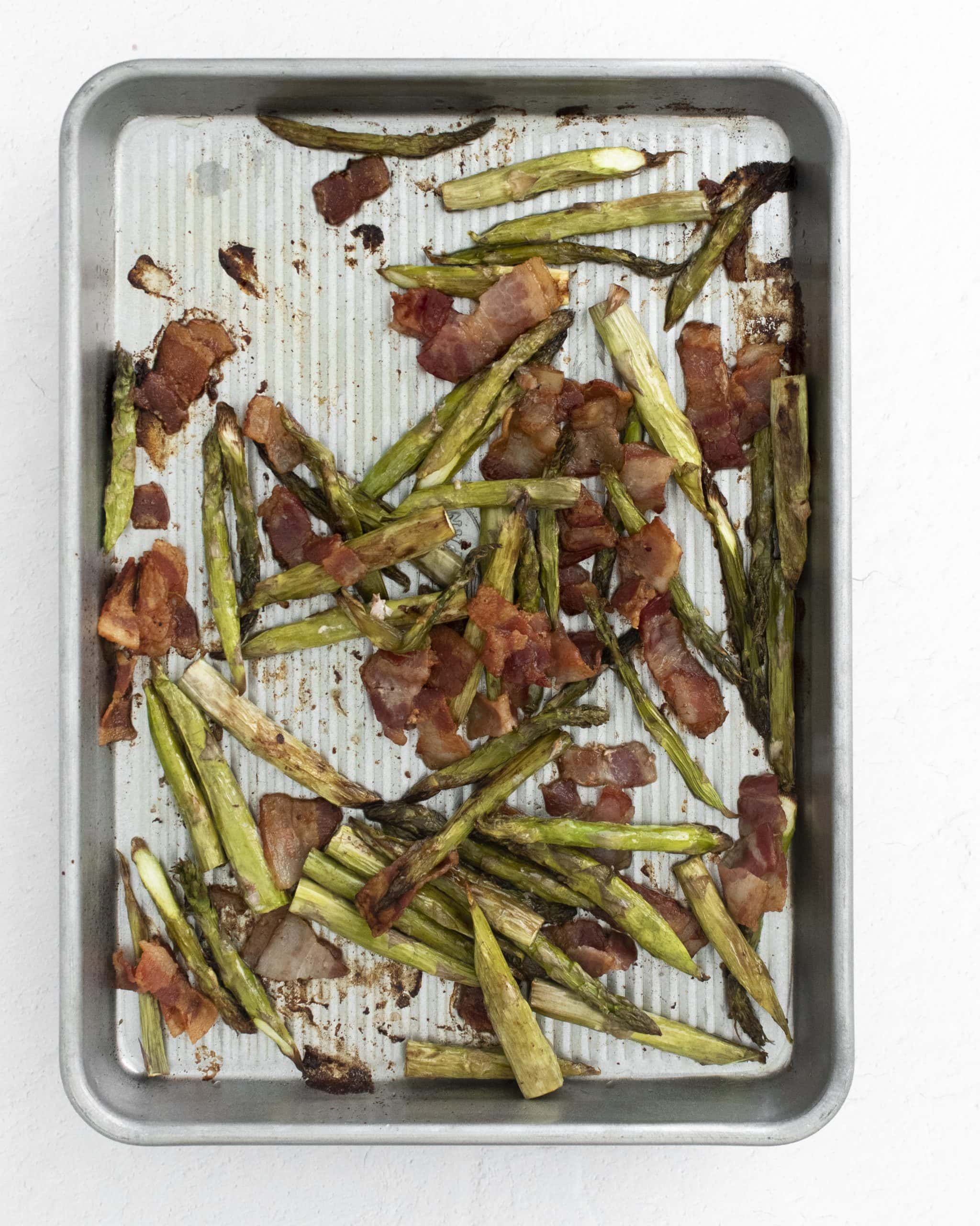 picture of cooked bacon and asparagus on a baking dish