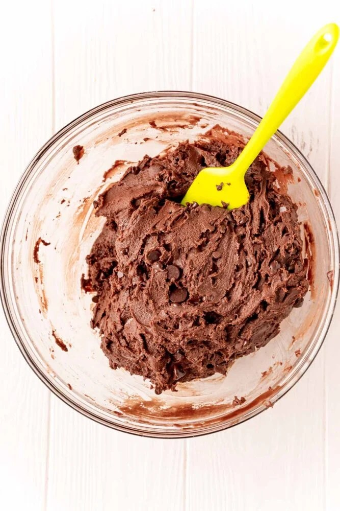 picture of spatula mixing brownie batter
