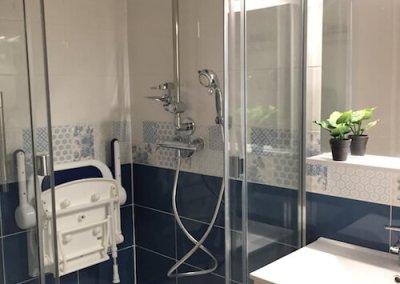 douche aménagée pour les seniors