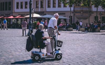 Le guide complet pour bien choisir un scooter senior