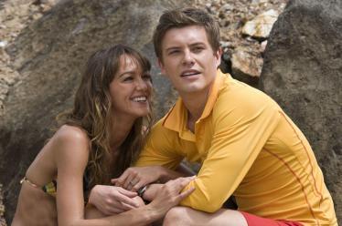 Josh et Tina savourent leurs dernières minutes de joie et de bonheur, parce que Rory est sur le point de se faire bouffer.