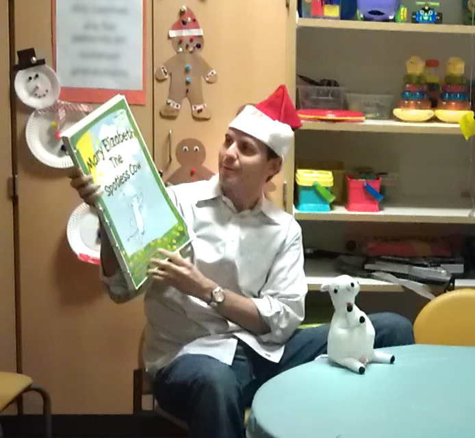 Peter Busch at PCH reading Mary Elizabeth the Spotless Cow book with puppet