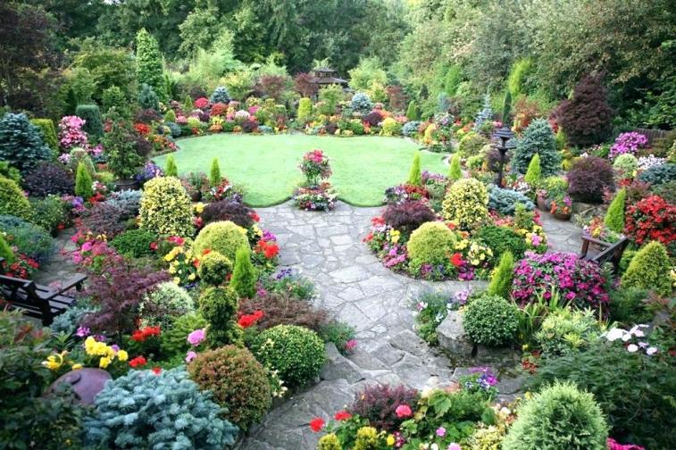 formal round garden