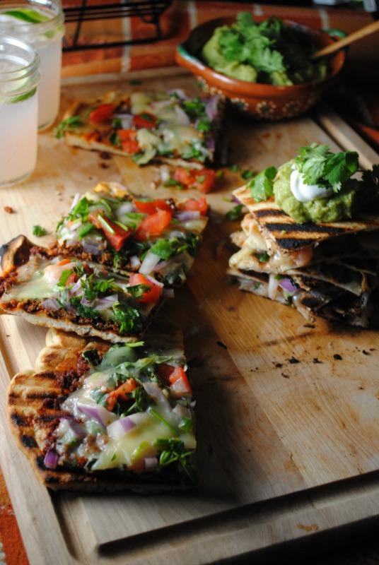 Grilled Mexican Pizza - Pizza a la Parrilla Mexicana