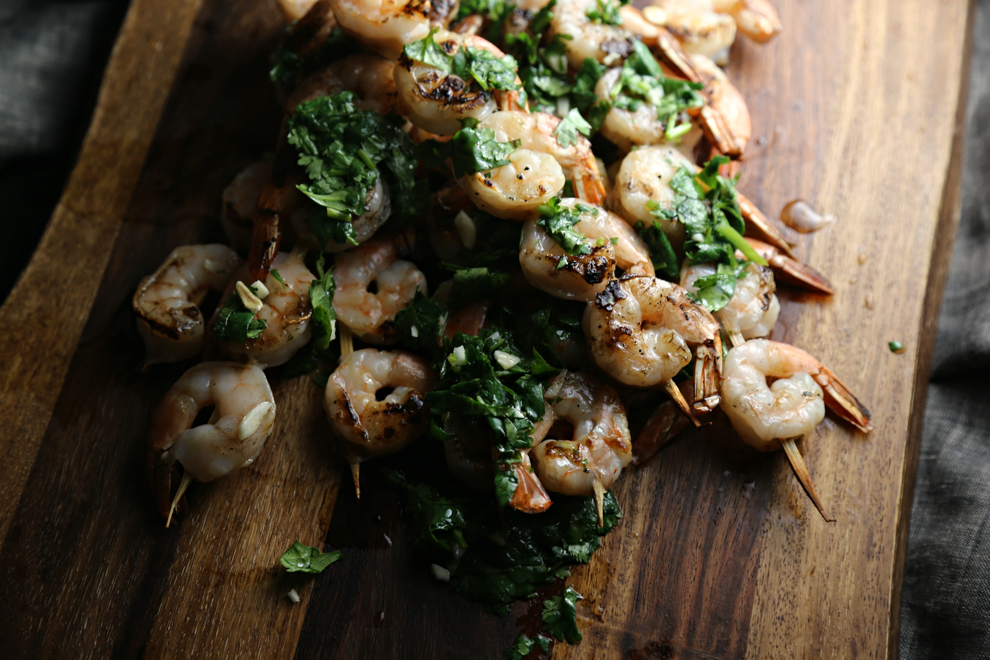 grilled-skewered-shrimp-cilantro-lemon-salsa-verde-vianneyrodriguez-sweetlifebake