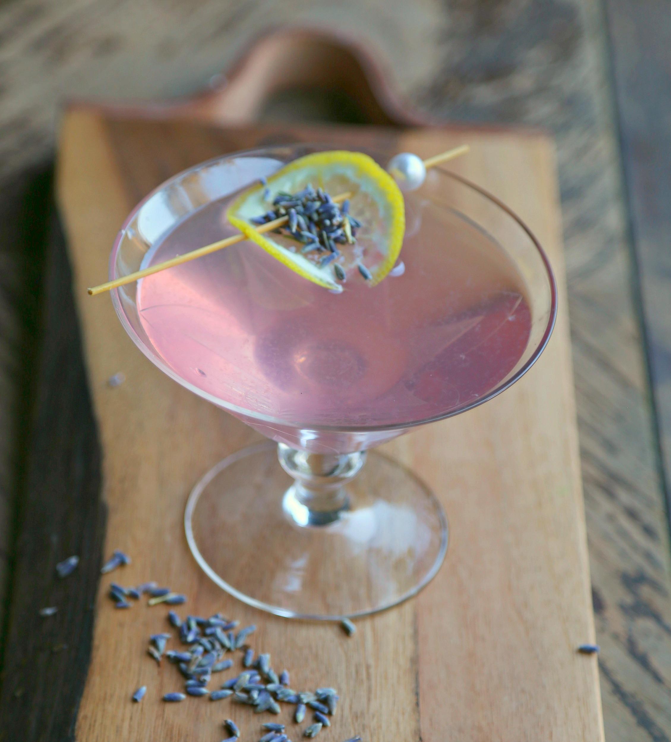 lavender-martini-lavender-syrup-vianneyrodriguez-sweetlifebake