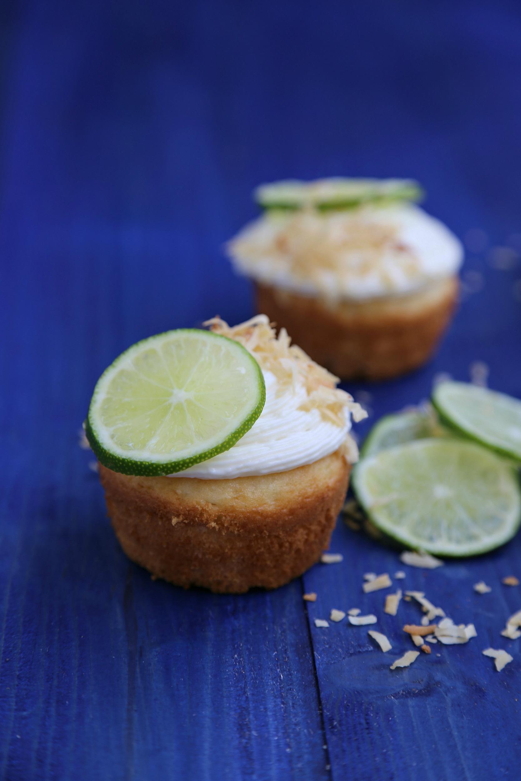 coconut-lime-cupcakes-cream-cheese-frosting-vianneyrodriguez-sweetlifebake