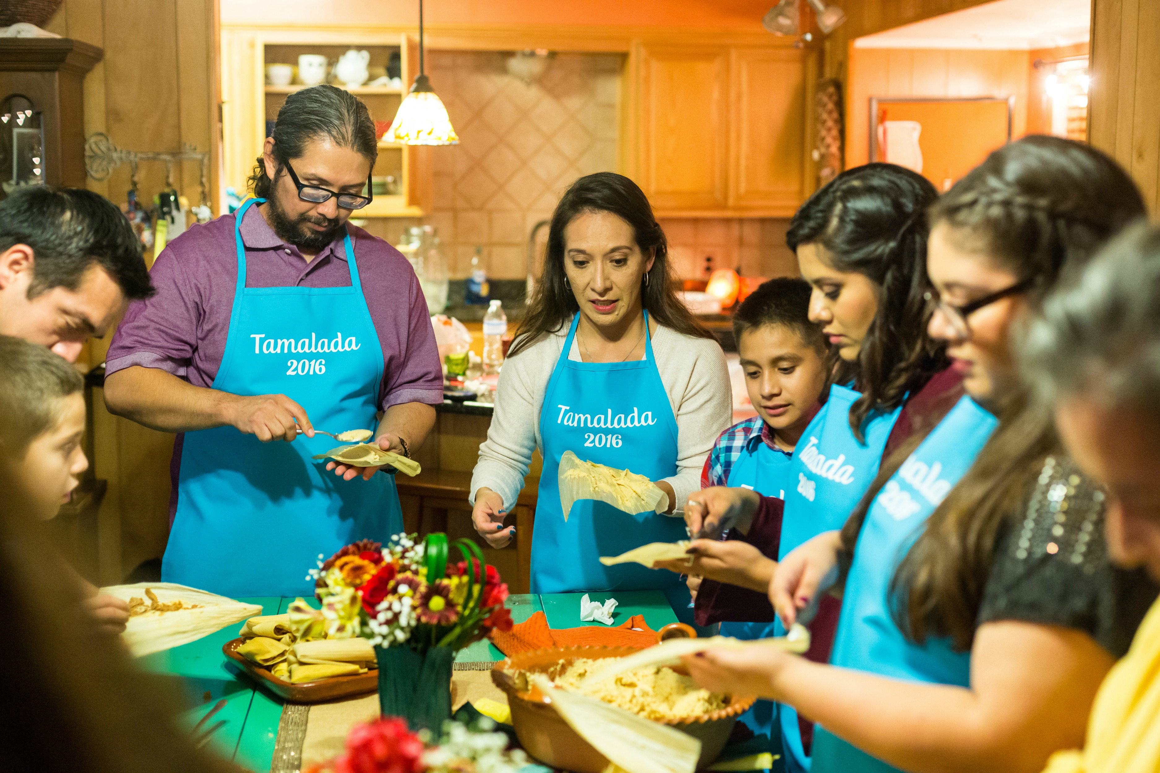 how-to-host-a-tamalada-familia-vianneyrodriguez-sweetlifebake