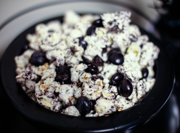 Black and White Popcorn Mix