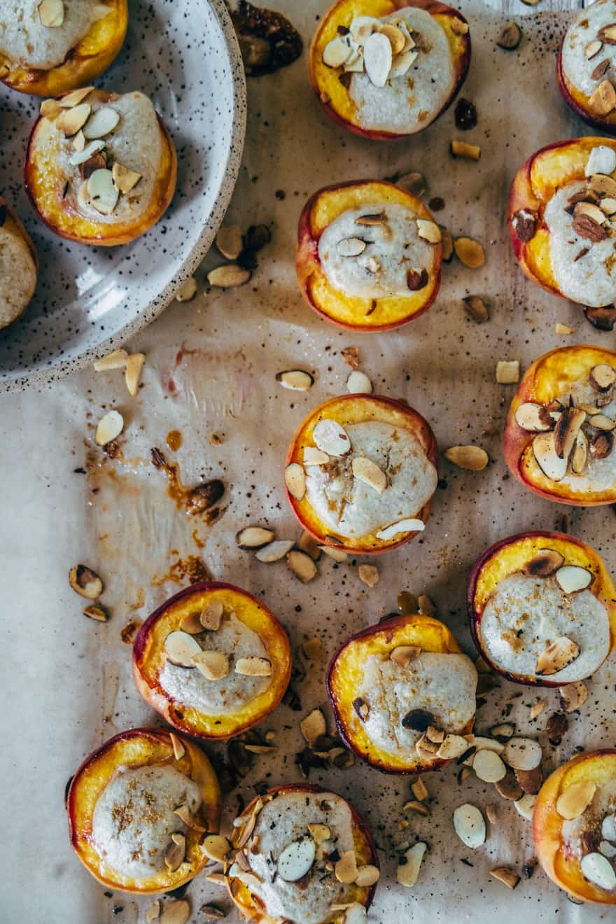 Roasted Peaches with Cashew Cardamom Cream #paleo #vegan #healthy