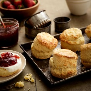 SWEETLY Scones with Strawberry Jam