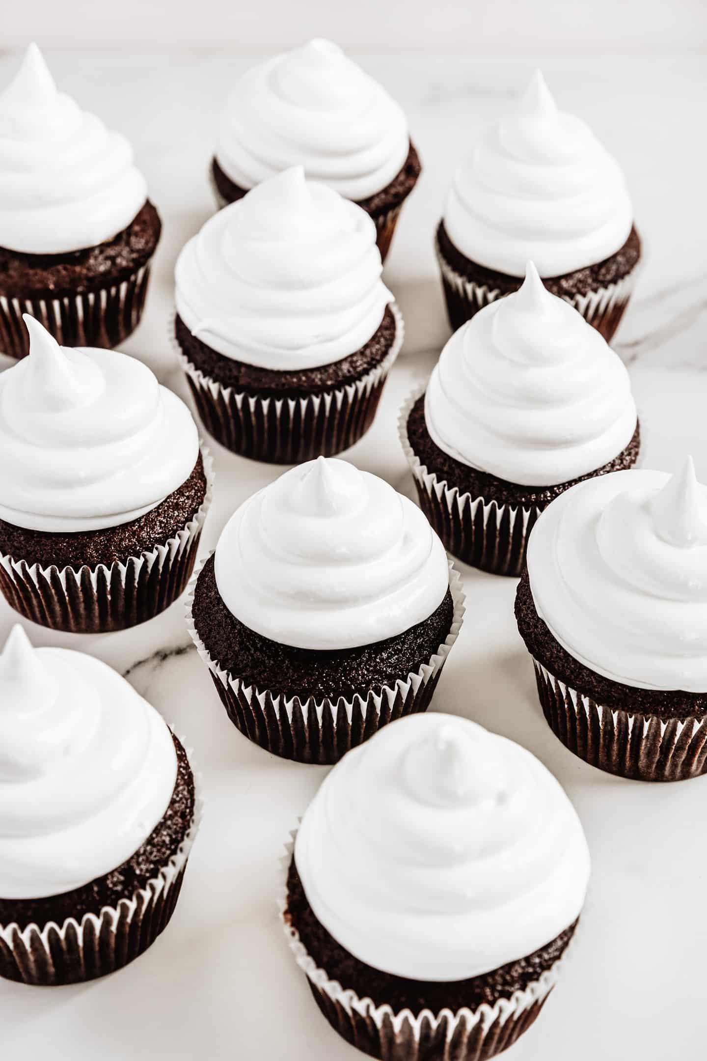 Cupcakes chocolat glaçage marshmallow