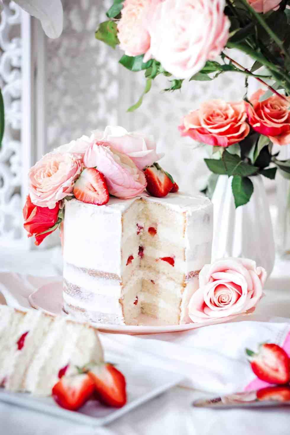 Layer cake aux fraises du printemps