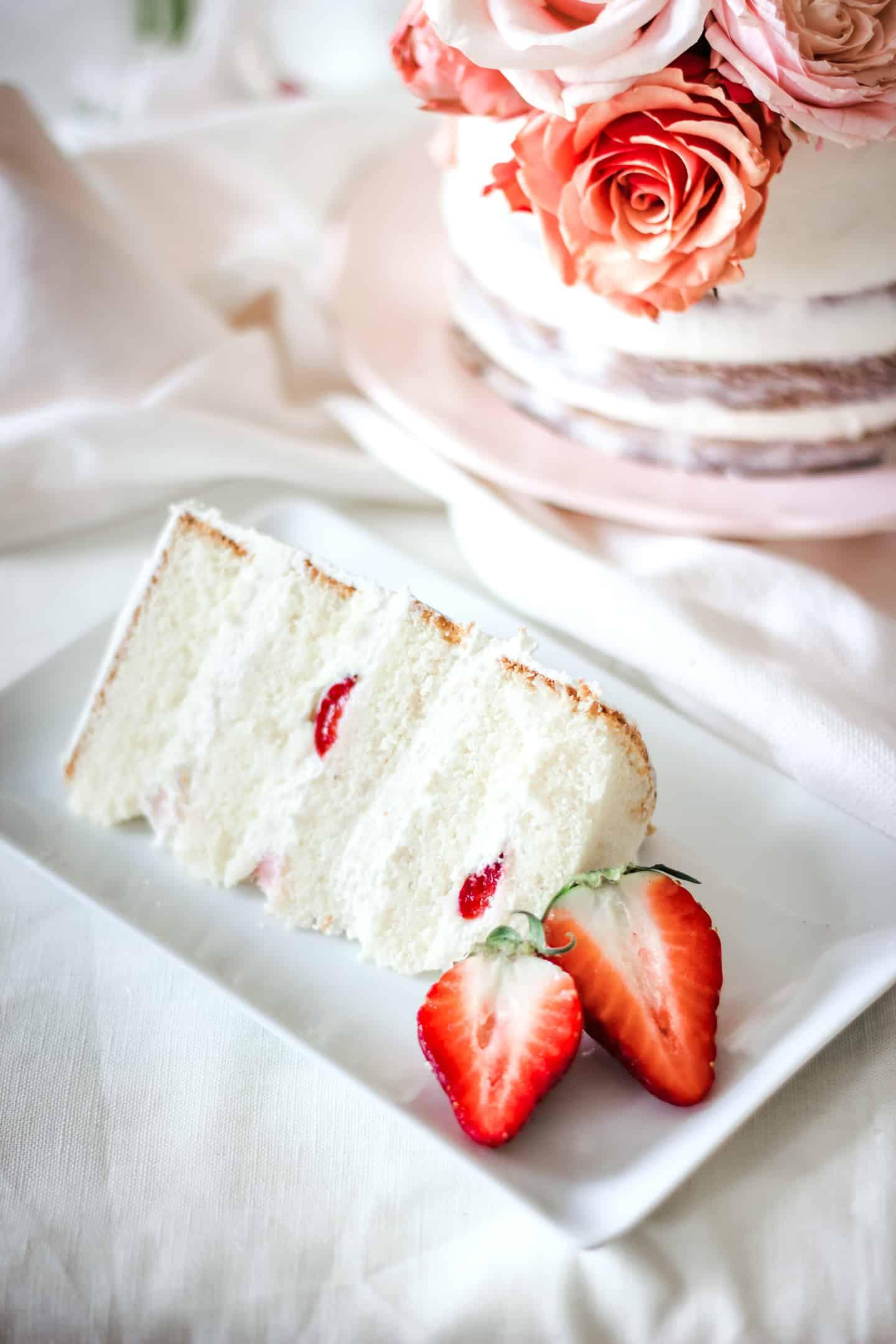 Part de layer cake aux fraises