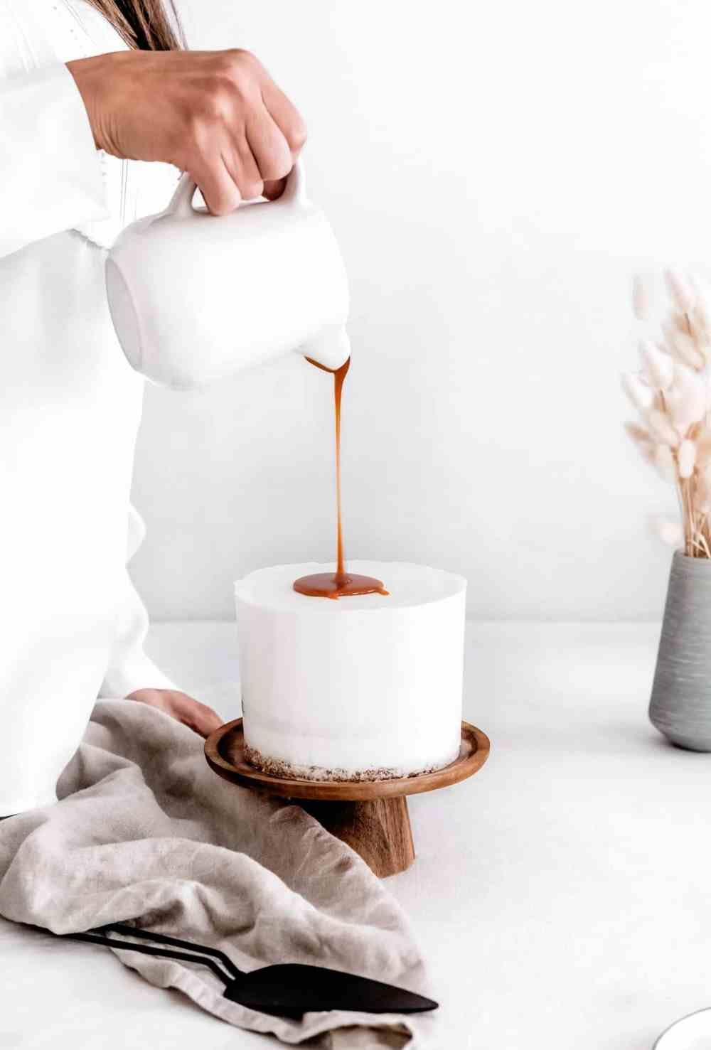Layer cake vanille et caramel au beurre salé
