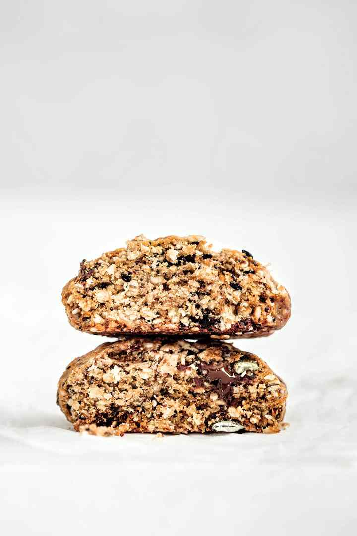 Seed and chocolate cookies
