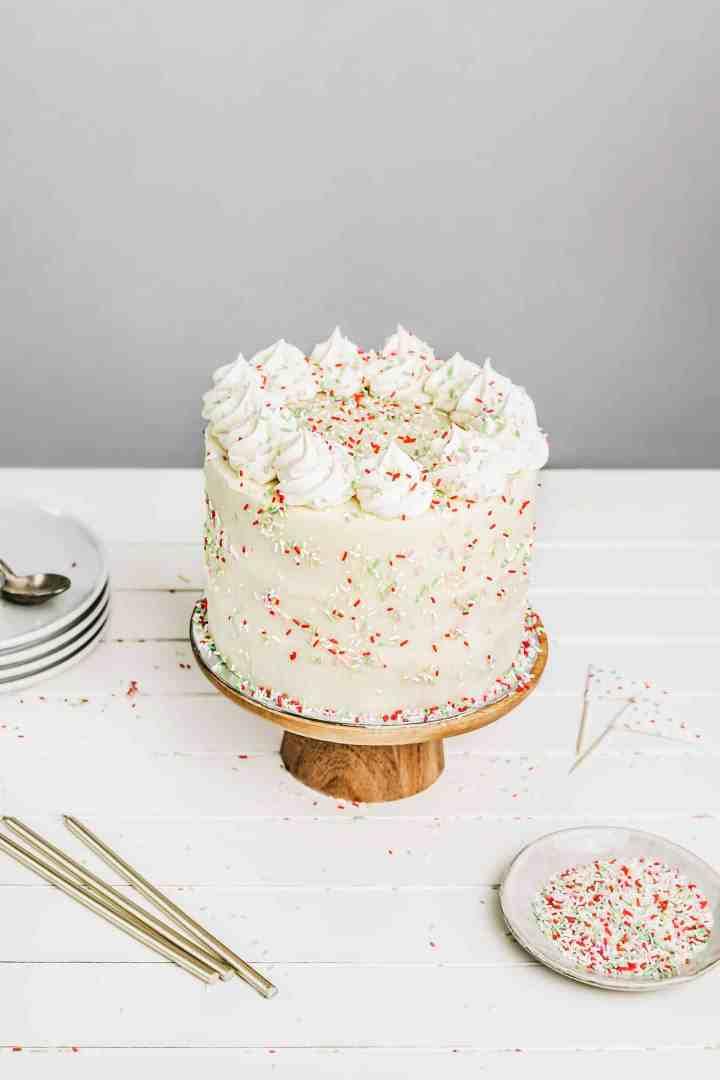 Gâteau d'anniversaire facile à la vanille