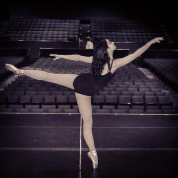 An arabesque en pointe!
