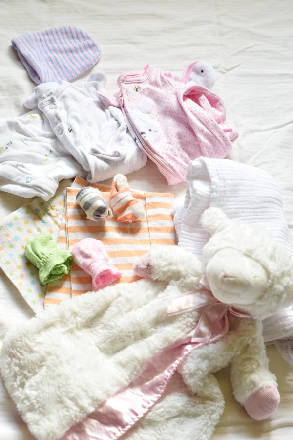 What to pack in your hospital bag for labor & delivery