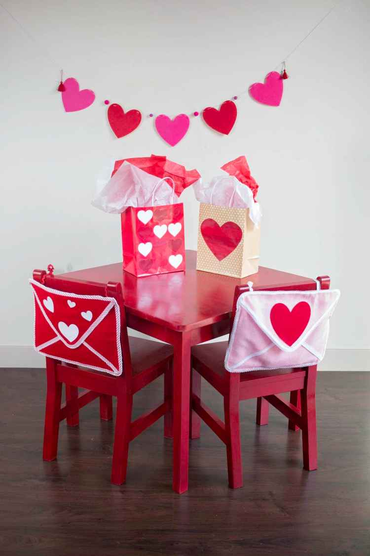 Valentines Day Envelope Chair Backer Tutorial American Greeting