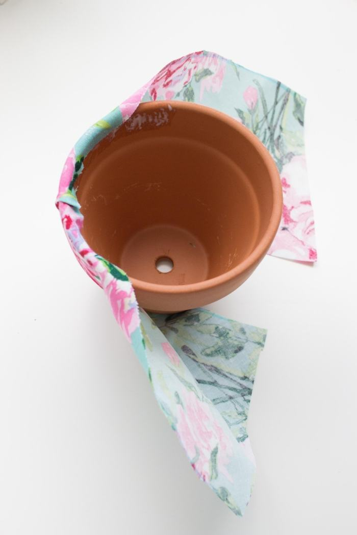 WRAP THE FABRIC AROUND THE FLOWER POT