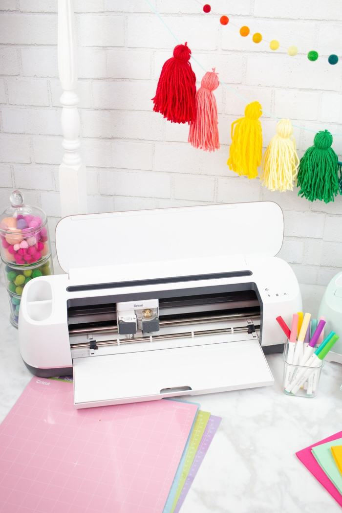 The Maker cuts over 100 materials quickly and accurately, from the most delicate crepe paper and fabric to tough leather and wood.