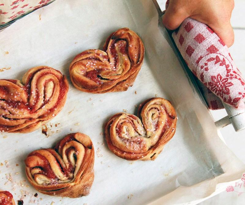 Cinnamos love, caracolas en forma de corazón, recetas San Valentín, Mermelada fresa, bollitos en forma de corazón