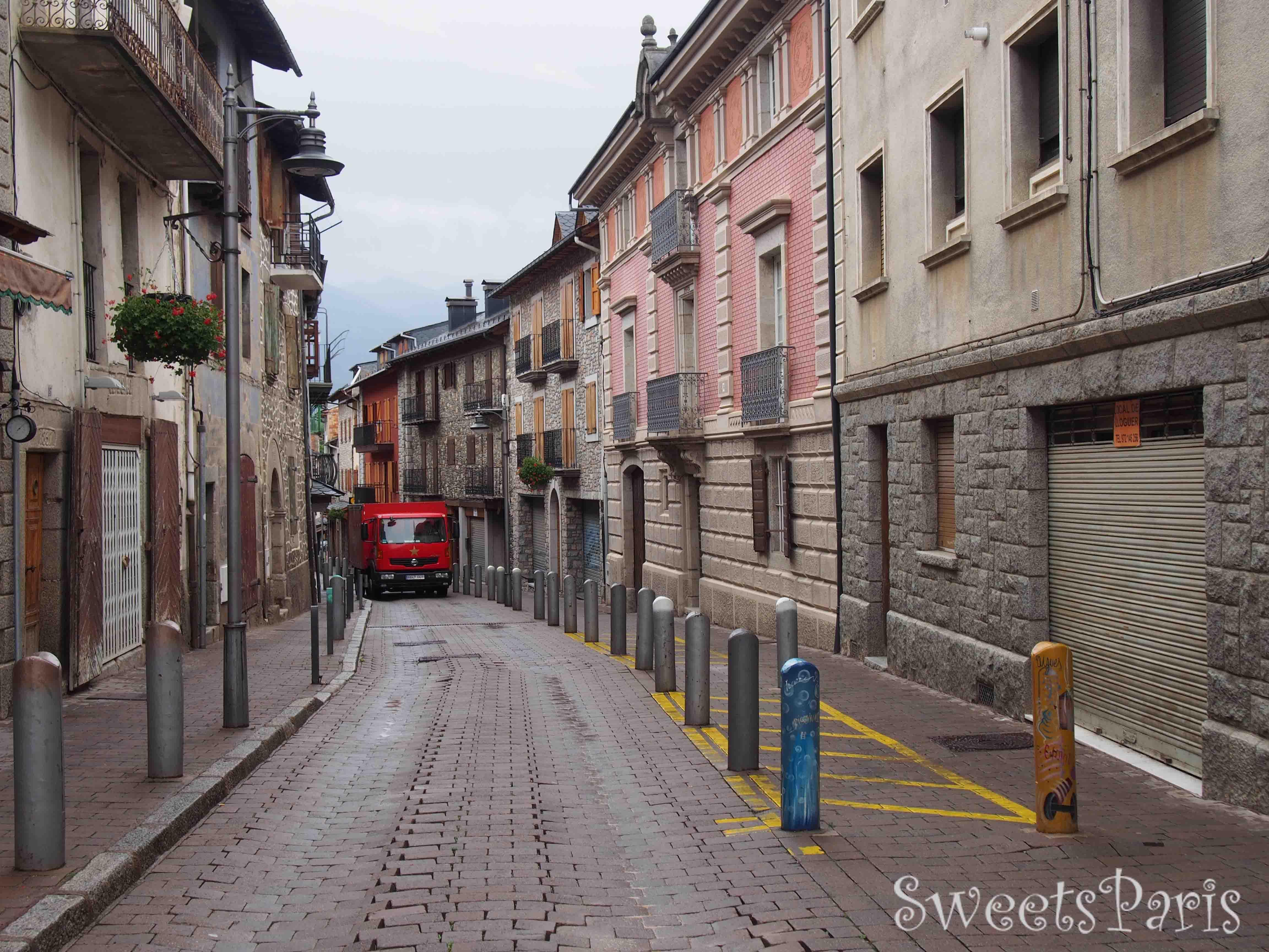 フランスの中のスペイン領の町リヴィア Llivia