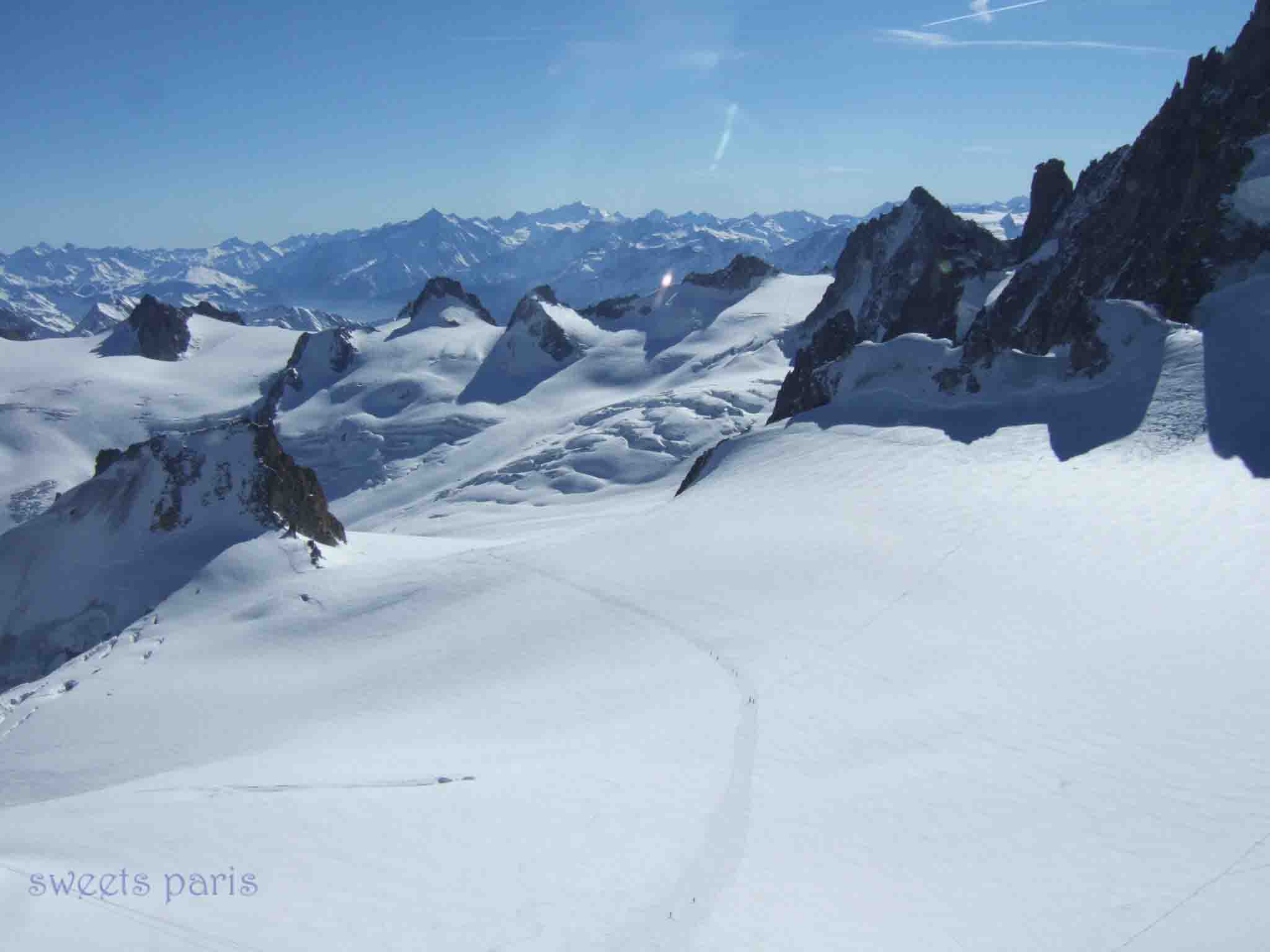 シャモニー|エギーユ・デュ・ミディの展望台3842mからのまっ白な絶景を見る旅