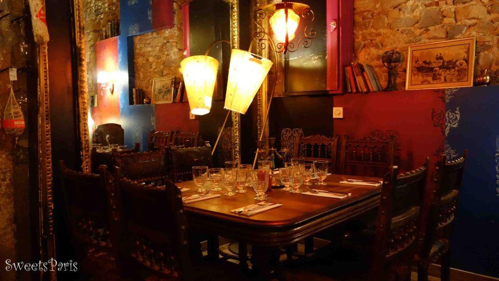 小さな路地にある隠れ家レストランでリヨン郷土料理|La Chimère