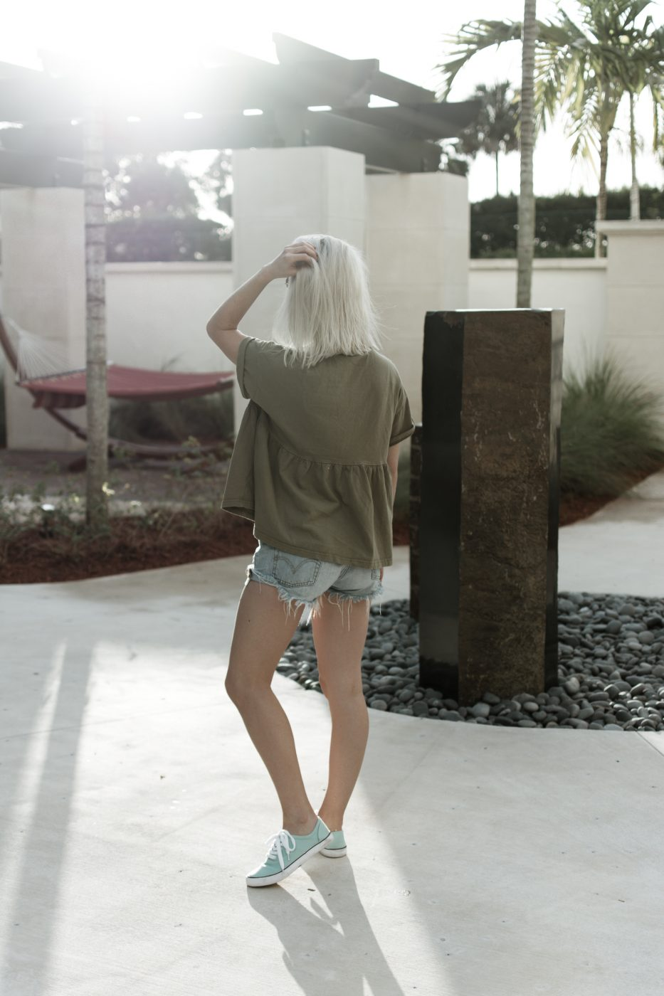 Romwe top, Levi's, and sneakers