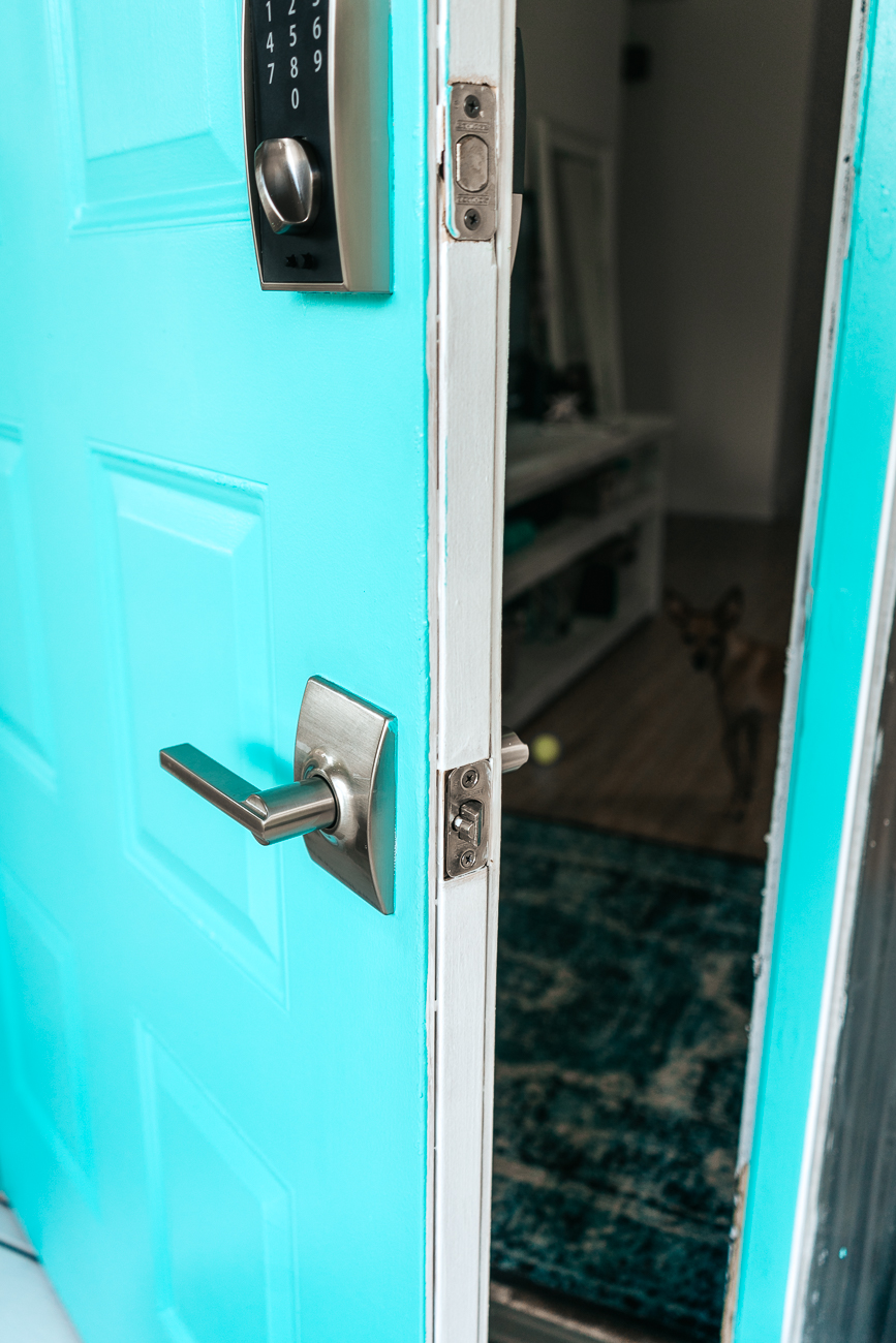 Painting a steel door turquoise with metal door paint