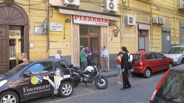 Pizza in Naples | www.sweetteasweetie.com