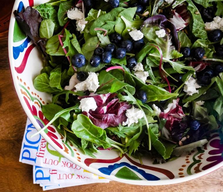 Blueberry Arugula Salad | www.sweetteasweetie.com