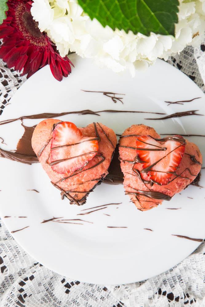 Strawberry Brownie Valentine Cupcakes | www.sweetteasweetie.com