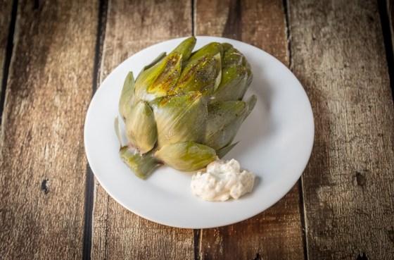 Garlic Artichoke with Lemon Garlic Aioli | www.sweetteasweetie.com
