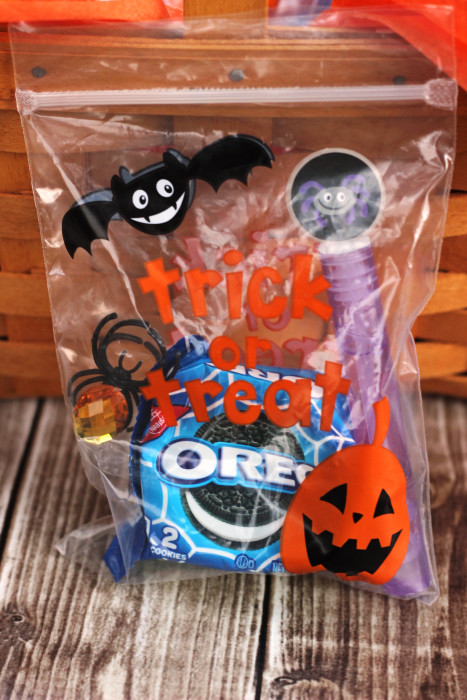 easy halloween treat bags with oreo glow in the dark sweet t makes