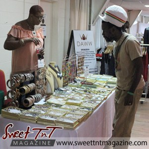 Purchasing jewelry for valentine's day in sweet T&T for Sweet TnT Magazine, Culturama Publishing Company, for news in Trinidad, in Port of Spain, Trinidad and Tobago, with positive how to photography.