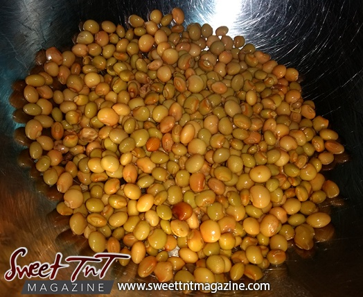 Pigeon peas for patties in sweet T&T for Sweet TnT Magazine, Culturama Publishing Company, for news in Trinidad, in Port of Spain, Trinidad and Tobago, with positive how to photography.