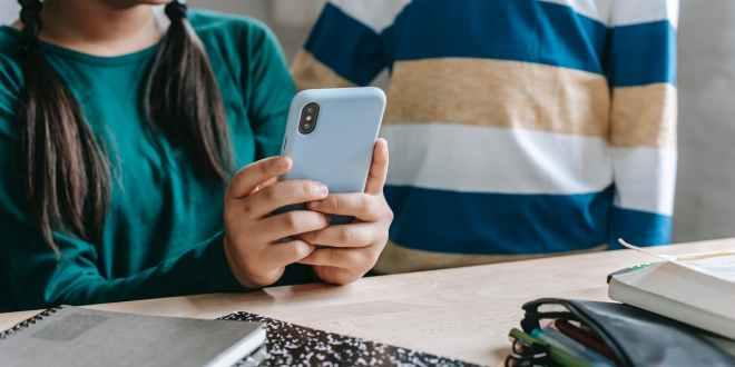 Best smartphones for online students