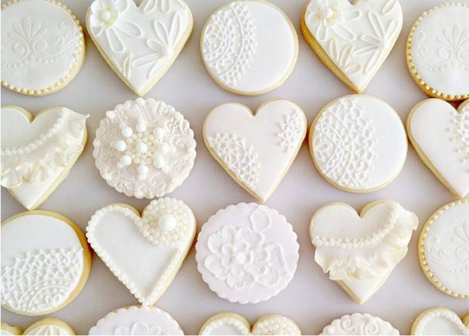 white lace wedding cookies