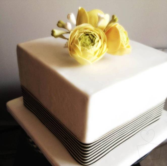 ranunculus wedding cake