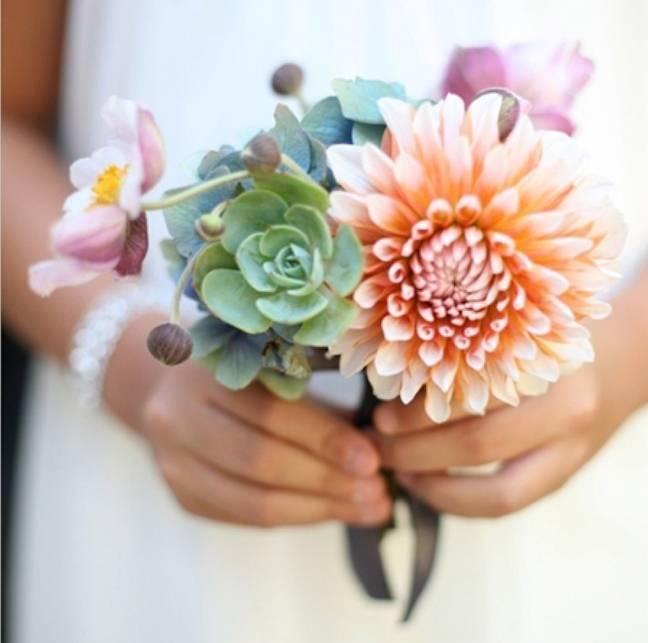 peach dahlia and succulent bouquet