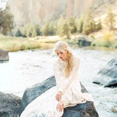River Bridal Inspiration from Bend, Oregon {Connie Whitlock}