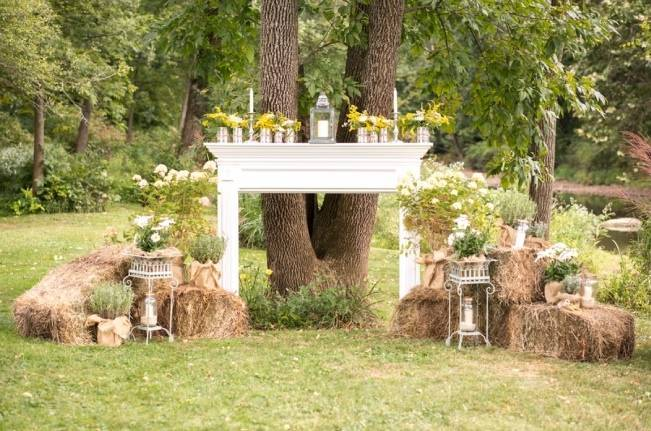 Rustic Outdoor Yellow and Grey Wedding {Idalia Photography} 15