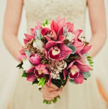 clustered-bridal-bouquet-with-cymbidium-orchids