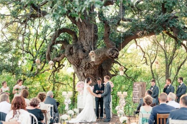 Rustic Chic Texas Barn Wedding - Stephanie Hunter Photography 11