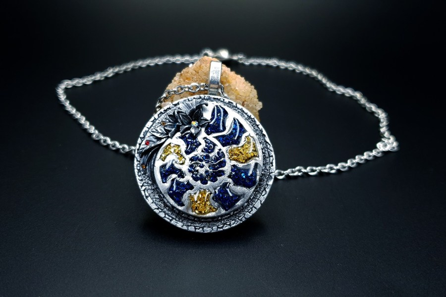 Product Fossilized Beauty Pendant 01